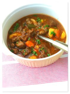 czech food Gula soup is one of the most popular dishes in the Czech Republic. Gula is a stew, usually made up of beef, onions and spices- and the taste is to die for! Czech Recipes, Stew, Spices, Dishes, Meat, Czech Republic, Onions, Czech Food, Popular