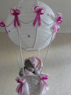Hot Air Balloon Nursery light shade with Tatty Teddy / Made To Order Handgefertigte Leuchte für neues Baby Kinderzimmer / Kinderzimmer Heissluft Ballon hellen Farbton This simple to hang lampenschirm is a perfect schliff Baby Party, Baby Shower Parties, Baby Shower Themes, Baby Shower Gifts, Baby Gifts, Tatty Teddy, Balloon Lights, Hot Air Balloon, Balloons