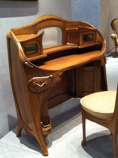 Beautiful 1903 Art Nouveau Desk and Chair by French Architect Hector Guimard (1867-1942) Photo: Musée d'Orsay, Paris France