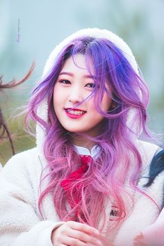 gambar choerry, loona, and choi yerim Kpop Girl Groups, Korean Girl Groups, Kpop Girls, Extended Play, K Pop, Olivia Hye, Purple Hair, South Korean Girls, Foto E Video