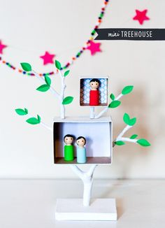 Adorable DIY project: Mini Play Treehouse for peg dolls, that can double as a shadow box. Would be cute for thoses peg dolls you gave her! Projects For Kids, Diy For Kids, Crafts For Kids, Craft Projects, Fun Crafts, Arts And Crafts, Homemade Toys, Crafty Kids, Diy Toys