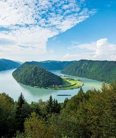 VOM SCHWARZWALD BIS ZUM SCHWARZEM MEER Wo die Donau ausufernd schön ist Reiseschriftstellerin Carmen Rohrbach verrät zehn Highlights am zweitlängsten Fluss Europas