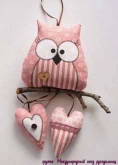 Love that this owl is perching on a branch and has the added feature of the little hearts. Owl Fabric, Fabric Toys, Fabric Crafts, Sewing Toys, Sewing Crafts, Crafts To Make, Arts And Crafts, Craft Projects, Sewing Projects