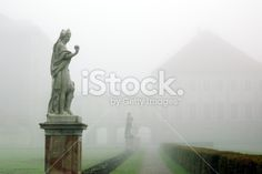 statue in foggy nymphenburg park Lizenzfreies Foto