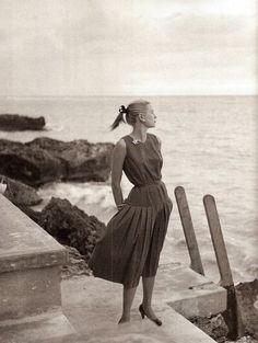 Grace kelly sea summery black & white always elegant