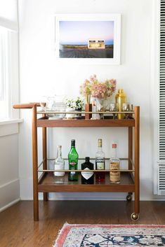 If you have interest in households then you must know about gold bar cart. There are some points to help you in finding the best bar cart from the market. Diy Bar Cart, Gold Bar Cart, Bar Cart Decor, Bar Carts, Bar Trolley, Drinks Trolley, Bar Cart Wood, Home Office, Bohemian Chic Home