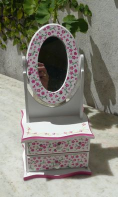 Decoupage Furniture, Decoupage Box, Baby Furniture, Painted Furniture, Disney Princess Bedroom, Doll House Plans, Pinterest Crafts, Cardboard Crafts, Color Box