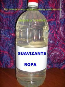 Suavizante casero para la ropa, Natural y Ecológico House Cleaning Tips, Cleaning Hacks, Eco Cleaners, Limpieza Natural, Natural Cleaning Products, Natural Cosmetics, Wine Making, Home Hacks, Diy Organization