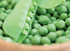 Fonte de proteínas e carboidratos, ela é presença constante em pratos de chef e receitas caseiras. Mais usada como ingrediente coadjuvante, às vezes a ervilha também é a protagonista