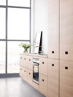 Kitchen Inspiration - Modern kitchen in oak - Magnum Minimalist Kitchen, Interior Design Kitchen, Locker Storage, Living Spaces, House Design, Studio, Furniture, Kitchen Inspiration, Kitchen Ideas