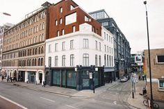 Apartment in London, United Kingdom. A beautiful, newly refurbished 1 bed apartment in a historic building in the heart of Shoreditch on a quiet side street. Super cool, sleeps 3, amazing location, super secure, pimped out and tech-ed up with features you'd expect from a 5★ hotel!! 1...