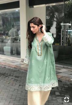 A Look at Mahira Khan's Top Fashion Moments from Verna Promotions Pakistani Wedding Outfits, Pakistani Dresses, Indian Dresses, Indian Outfits, Pakistani Kurta, Anarkali Kurti, Sharara, Shalwar Kameez, Lehenga