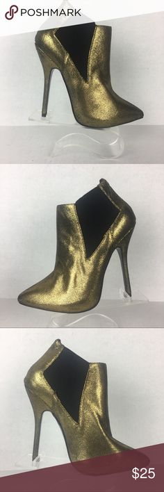 Forever 21 Gold Glitter Height Heels Ankle Boots Forever 21 Gold Glitter Height Heels Ankle Boots  Preowned/used- excellent condition. Worn once, with minor visible wear on the heels. 