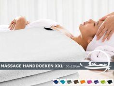 Extra grote microvezel pluche massagehanddoek met de imposante afmetingen van 100x220cm. We verzenden de handdoeken gratis binnen Nederland en België.