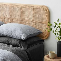 Rattan Headboard, Modern Headboard, Headboards For Beds, Panel Headboard, Cane Furniture, Rattan Furniture, Foyers, Bed Linen Sets, Diy Bedroom Decor