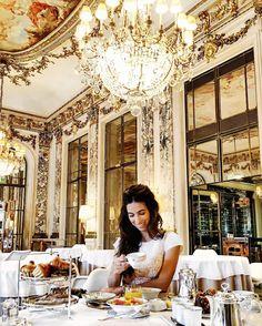 Bonjour Paris! Petit déjeuner diretamente da cidade luz com a minha Fhits influencer @luizabsobral no mais incrível ever @lemeuriceparis! Uma ótima terça-feira a todos! #FhitsParis #FhitsTeam #FhitsAroundTheWorld #PFW