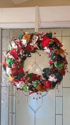 Christmas wreath. Leaves made from folded squares of fabric. Free pattern on Pat Sloan's web page.