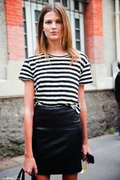 Stripe tee & black skirt //