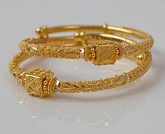 Latest and Trendy Gold Bangles Designs - Kurti Blouse Gold Bangles Design, Gold Earrings Designs, Gold Jewellery Design, Handmade Jewellery, Baby Schmuck, Gold Jewelry Simple, Indian Gold Jewelry, Indian Bangles, Silver Jewelry
