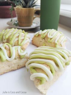 Im taking my obsession with Key Lime Pie and turning it into a breakfast dish. This weekend try my brand new Key Lime Scones recipe! Cannoli, Breakfast Dishes, Breakfast Recipes, Breakfast Scones, Sweet Breakfast, Brunch Recipes, Dessert Recipes, Scone Recipes, Biscotti