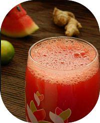 Receita de suco detox de melancia e gengibre para auxiliar a perda de peso e também proporcionar mais disposição. A melancia hidrata e mantém saciado (a).