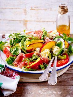 Ein herrlicher #Sommersalat mit fruchtigen Nektarinen. Einfach der perfekte Salat zum #Grillen.