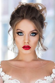 Makeup Ideas wedding makeup looks bright with long lashes and red lips geller_makeupstyle via… Wedding Makeup For Blue Eyes, Fresh Wedding Makeup, Wedding Makeup Looks, Natural Wedding Makeup, Makeup For Brides, Natural Makeup, Simple Makeup, Red Lip Makeup, Prom Makeup