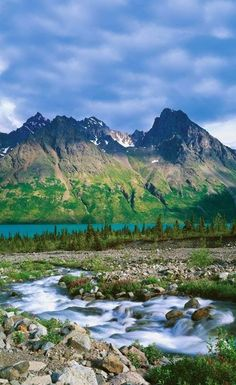 Lake Clark, Alaska. ABSOLUTELY B-E-A-U-TIFUL. This is one of many reasons Alaska has always been & always will be at the top of my traveling list. And of course, I always wanted to compete in the Iditarod someday <3