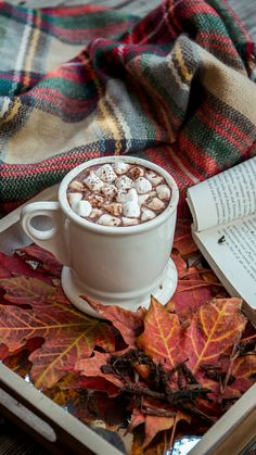How to Hygge this Autumn/Winter - Just Skwiggling About Break Coffee, Cozy Coffee, Autumn Coffee, New Years Eve Traditions, New Year's Eve 2019, Lac Saint Jean, Café Chocolate, Partylite, Hygge Christmas