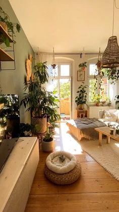 Room With Plants, House Plants Decor, Living Room Decor With Plants, Kitchen With Plants, Living Room Colors, Bedroom Colors, Plant Decor, Living Room Designs, Room Ideas Bedroom