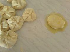 ΜΑΓΕΙΡΙΚΗ ΚΑΙ ΣΥΝΤΑΓΕΣ: Ελιόψωμα Αφράτα !!! Garlic, Stuffed Mushrooms, Vegetables, Food, Stuff Mushrooms, Essen, Vegetable Recipes, Meals, Yemek