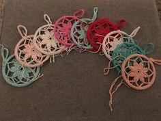 Dromenvangers… inclusief patroon! – Van je veel… Diy Crochet, Crochet Doilies, Crochet Baby, Knitting Projects, Crochet Projects, Crochet Mandela, Diy Scarf, Yarn Thread, Crochet Snowflakes