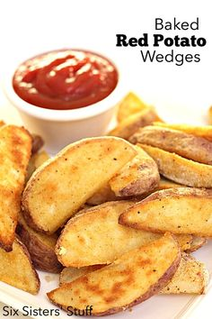 Baked Red Potato Wedges on SixSistersStuff.com - my favorite potato side dish!
