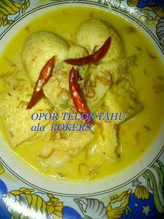 Kuliner Nusantara: OPOR TAHU TELOR by ROKERS Dessert Drinks, Desserts, Indonesian Food, Indonesian Recipes, Asian Recipes, Ethnic Recipes, Tofu, Thai Red Curry, Yummy Food
