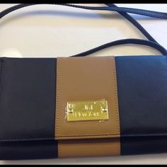"""JM Genuine Leather Luxurious  Crossbody Clutch NEW Amazing how you can be so organized in a impact profile! This black / camel leather Crossbody clutch does just that! The pockets are amazing and an interior """"file""""  for your paper currency, checkbook, coupons or whatever! You will appreciate the streamlined convenience! This is brand new! I bought it and hubby gifted me with the same set! JM Bags Crossbody Bags"""