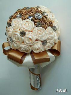 Selyemszalagból készült alkalmi rózsacsokor