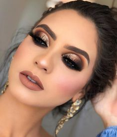 37 Beautiful Neutral Makeup Ideas for the Prom Party - Make Up Tips . - 37 beautiful neutral makeup ideas for prom party – make up tips and ideas – - Gold Smokey Eye, Smokey Eye Makeup, Eyeshadow Makeup, Eyeliner, Gold Eye Makeup, Prom Eye Makeup, Pageant Makeup, Makeup Brushes, Eyeshadows