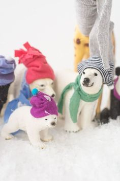 How to make party hats for plastic animals Plastic Animal Crafts, Plastic Animals, Crafts To Do, Crafts For Kids, Animal Party, Party Animals, Party In A Box, Animal Decor, Old Toys