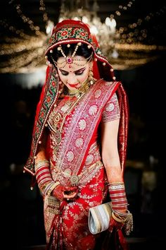 This app includes a collection of best handpicked Indian Bridal Dresses. Bengali Bride, Punjabi Bride, Bengali Saree, Bridal Outfits, Bridal Dresses, Indiana, Bride Pictures, Bridal Poses, Indian Bridal Fashion