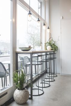15 ideas kitchen bar seating window for 2019 Kitchen Window Bar, Cafe Window, Window Bars, Kitchen Tables, Kitchen Decor, Pub Decor, Kitchen Seating, Kitchen Cabinets, Café Design