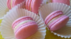 50 French Macaron Flavors To Experiment With In The Kitchen Strawberry lemonade macaroons Strawberry Macaron, Strawberry Lemonade, Macroons Recipe, Nut Free Macaron Recipe, Macaroons Flavors, Aquafaba Recipes, Pistachio Macarons, Macaron Filling, Meringue Desserts