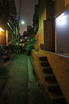 夜散歩のススメ「幅狭階段のある路地」東京都渋谷区