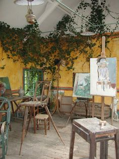 Monet's Private Studio Interior, Giverny, France Wow...major studio envy (and I wouldn't mind the garden either!!!)....though unless I'm doing life drawing personally I prefer to paint at a table easel.....but I wouldn't say no to this!! K