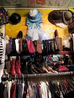 Boutiques for Vintage Shopping in Montreal, Home Accessories, montreal vintage shopping shops stores clothing friperie guide - Photo © Ashley Joseph. Second Hand Stores, Second Hand Clothes, Montreal Things To Do, Vintage Shops, Thrifting, Vintage Outfits, Couture, Shopping, My Style