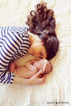 Newborn photo ideas.  Rachel Vivienne Photography: H Family.