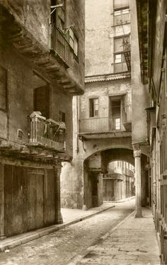 Crowded conditions in Barcelona were studied and relieved by Ildefons Cerda in 1859 El Born Barcelona, Barcelona Catalonia, Historical Maps, Best Cities, Garden Planning, The Expanse, Valencia, Abandoned, Istanbul