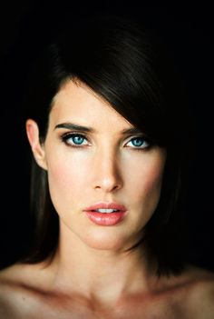 Cobie Smulders is such a pretty goof-ball!  She seems like she'd be an awesome chick to pal around with.