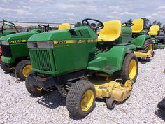 John Deere 320 lawn & garden tractor