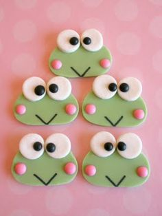 Sweet Lavender Bake Shoppe: *new* keroppi edible decorations. Frog Cupcakes, Frog Cookies, Cute Cookies, Cupcake Cookies, Sugar Cookies, Hello Kitty Cake, Hello Kitty Birthday, Fondant Cupcake Toppers, Fondant Bow