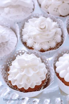 white cup cakes Funny Cupcakes, Pretty Cupcakes, Cookies Et Biscuits, Cake Cookies, Baking Cupcakes, Cupcake Cakes, Beautiful Cakes, Amazing Cakes, Sweet Table Wedding